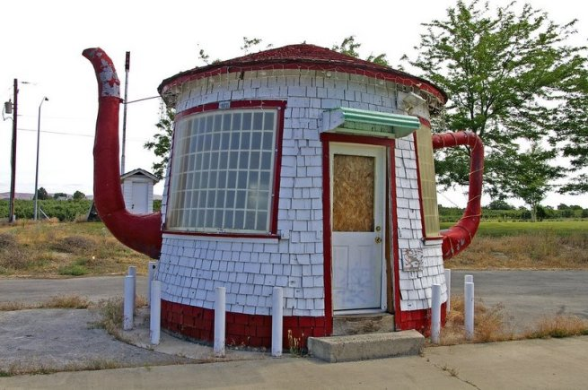 teapot-dome-gas-station-zillah-wa-usa1